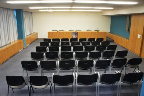 θέσεις έξι καθισμάτων στο προεδρείο